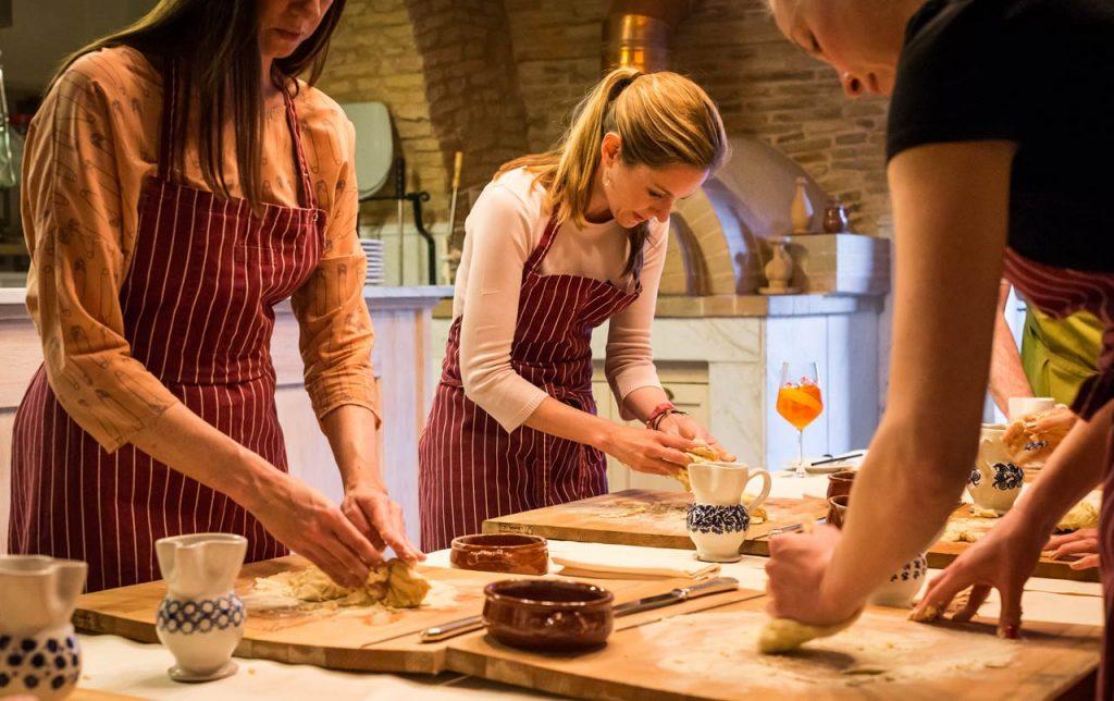 Disfrutar de una clase de cocina en Apulia, Italia