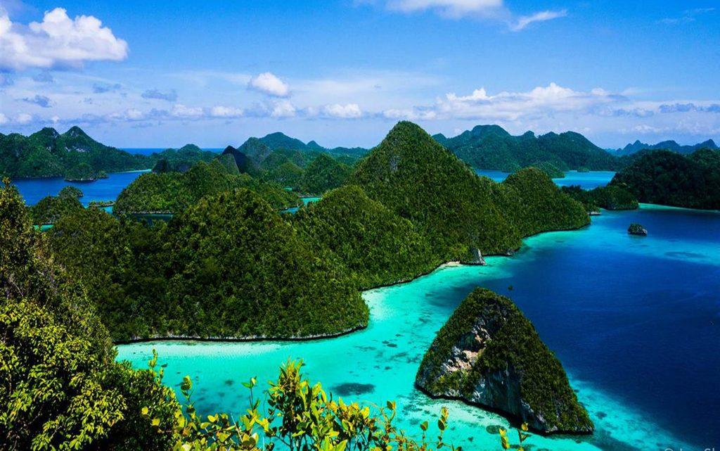 <p>Privatizar para 16 personas los barcos Amandira y Amanikan en las islas Raja Ampat en Indonesia.</p>