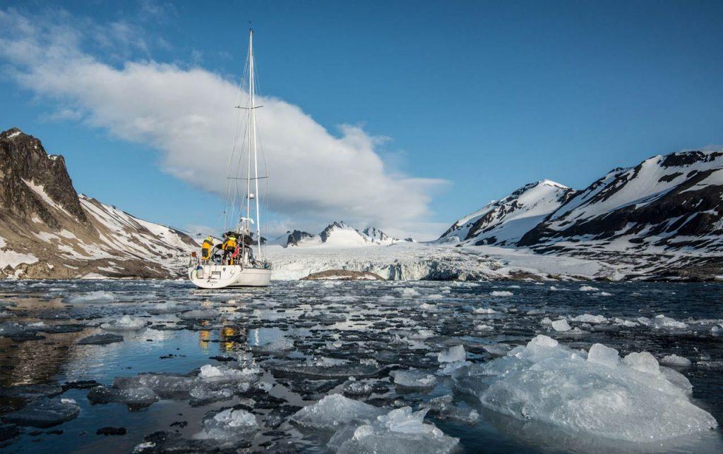 Navegar por las Islas Svalbard en un velero en privado, en Noruega